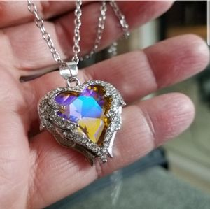 Stunning Heart Pendant Necklace NWT